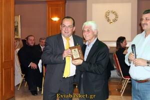 Ο Δήμαρχος Θήβας κ.Γεωργίου, βράβευσε τον δημοσιογράφο Δημ.Σοβατζή.